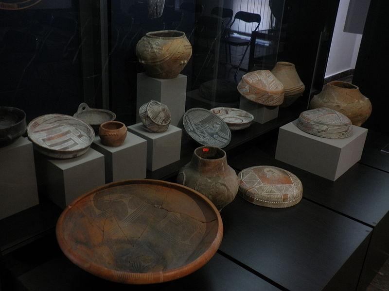 File:Nesebar museum 2015 pottery.JPG