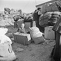 Nieuw aangekomen emigranten (oliem) in het doorgangskamp St Lucas bij Haifa bij, Bestanddeelnr 255-1165.jpg