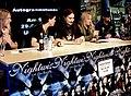 Nightwish em sessão de autógrafos.jpg