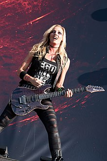 Nita Strauss - Wacken Open Air 2017 11.jpg