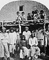 O'Sullivan, Timothy H. - Eine Gruppe von Zuni in New Mexico (Zeno Fotografie).jpg