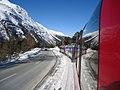 O trem e a rodovia - Trem Bernina Express (Tirano - St. Moritz)- Suica (8745207711).jpg