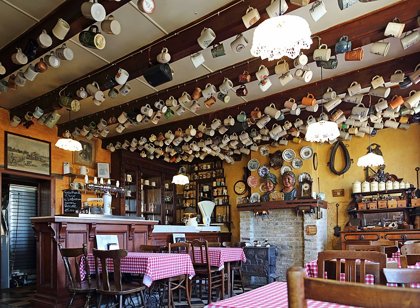 Oeren (municipality of Alveringem, province of West Flanders, Belgium): café De Leute, interior