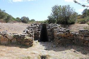 Nuragic holy well - Image: Olbia Pozzo sacro di Sa Testa (19)