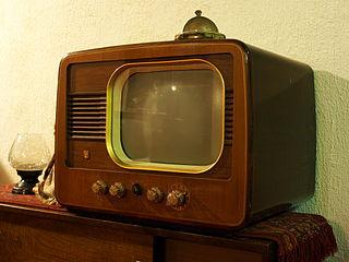 Vintage Philips TV set - Alf van Beem via Wikicommons