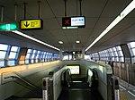 Osaka-monorail Settsu station platform - panoramio.jpg