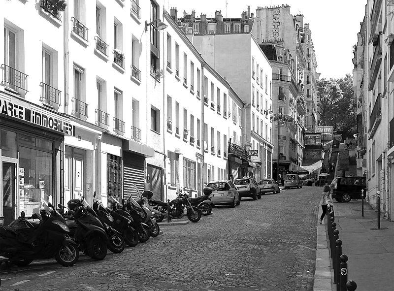 Fichier:P1260978 Paris XVIII rue de la Fontaine-du-But bw rwk.jpg