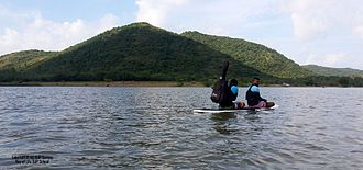 Paddleboarding - Image: Paddleboarding in Lake LAT 12 40, chengalpattu