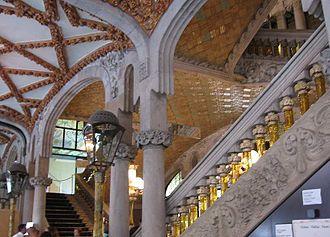 Palau de la Música Catalana - Vestibule and staircase