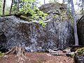 Panchina sotto boulder masso di Foppiano di Crodo (Verbano-Cusio-Ossola), 2017-04-24.jpg