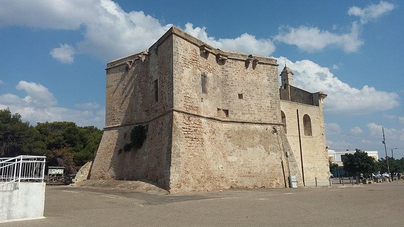 File:Panoramica laterale della Chiesa di San Pietro Apostolo in San Pietro in Bevagna (TA).jpg