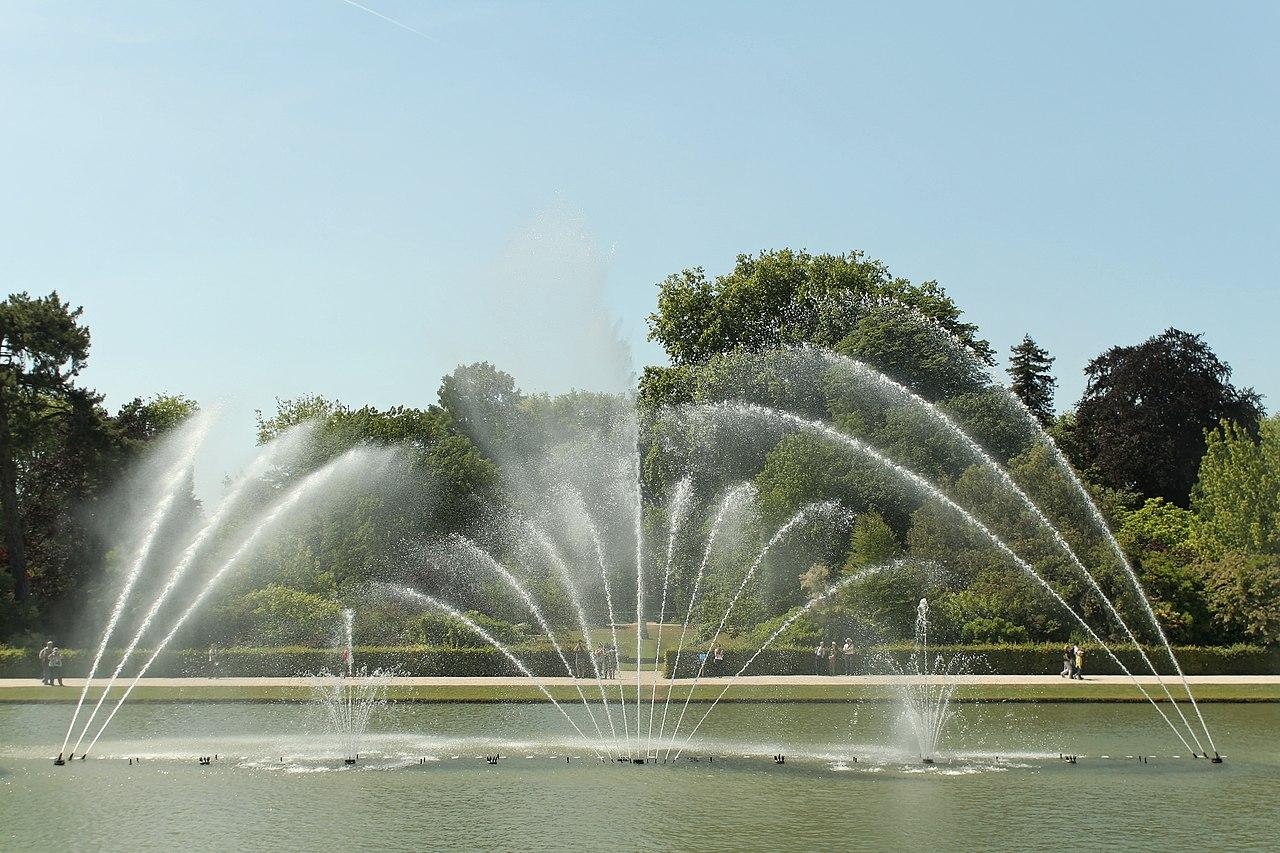 Bestand parc de versailles bassin du miroir jets d 39 eau for Miroir wikipedia