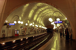 Paris-metro-cite.jpg
