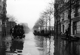 1910 Great Flood of Paris - Image: Paris 1910 Inondation avenue Félix Faure (1)