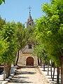 Paseo con iglesia al fondo en Pozuelo del Rey.jpg