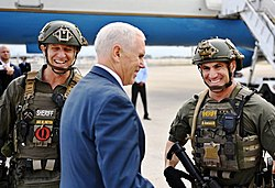 Two soldiers meeting Pence on a tarmac