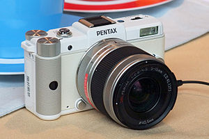 Mirrorless interchangeable-lens camera - Image: Pentax Q 02n 3000