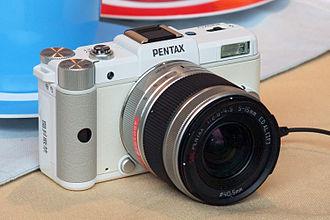 Mirrorless interchangeable-lens camera - Image: Pentax Q 02n 3000