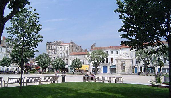 La place Colbert, cœur historique de la ville.