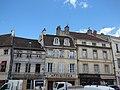 Place de la Halle, Beaune - Tableaux Sculptures, Antiques, Au Comptoir des Vins and La Tabatiere (35647248105).jpg