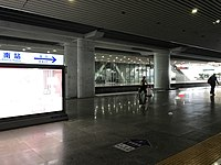 Platform of Guangzhou South Station 3.jpg