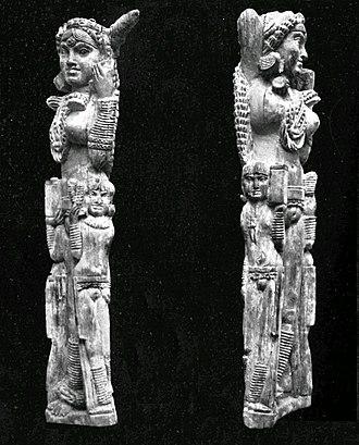 Pompeii Lakshmi - Sides of the statuette.