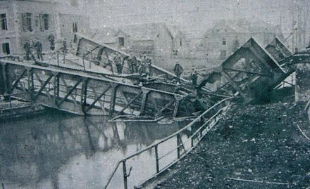The bridge at Masnieres, collapsed by the weight of a Mark IV tank Pont escaut.jpg