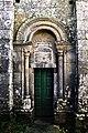 Portal norte da igrexa de Astureses.jpg