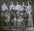 Portret van Wilhelmus Bernardus Gerardus Molkenboer (1844-1915), Maria Cecilia Petronella Johanna der Kinderen (1848-1934) en hun dochters.jpg