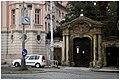 Praha, Faustův dům a brána - panoramio.jpg