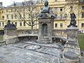 Praha, Karlovo náměstí, pomník Vítězslava Hálka - 3.jpg