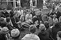 Prinses Beatrix bracht bezoek jeugdfestival Velp, thee drinken, Bestanddeelnr 914-2440.jpg