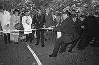 Prinses Beatrix opent in Woerden kaasmarkt t.g.v. 600 jarig bestaan van Woerden., Bestanddeelnr 925-8957.jpg