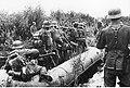 Przeprawa piechoty niemieckiej przez rzekę na froncie wschodnim (2-1057).jpg