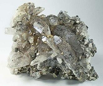 Hubeite - Image: Quartz Hubeite Pyrite 196850