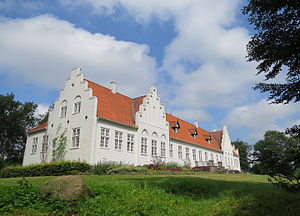 Rønnebæksholm - The main building viewed from the garden