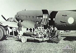 Camden Airport (New South Wales) - A C-47 Dakota and crew of No. 243 Squadron RAF at Camden in 1945