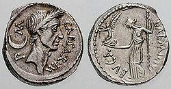 Denier de César émis en -44 (réf. Cohen22). Vénus debout tient une Victoire