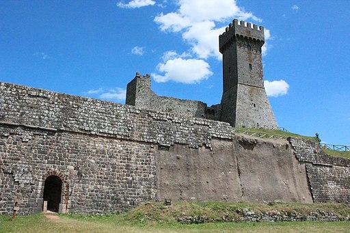 Radicofani,entrata e mastio della Rocca