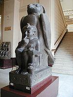 Ramsès II représenté en enfant protégé par le dieu Houroun - Statue trouvée à Tanis autrefois à Pi-Ramsès - Musée du Caire