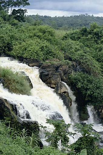 Falls of Boali on the Mbali River Republique Centrafricaine - Boali - Chutes de Boali.jpg