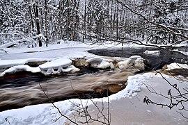 Roshchinka River in winter.jpg