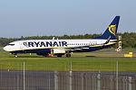 Ryanair, EI-EKW, Boeing 737-8AS (20817384632).jpg