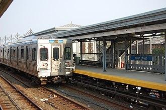 63rd Street station (Market–Frankford Line) - Image: SEPTA63rd Street Station Platform 2007