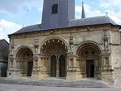 Façade Renaissance de l'église Saint-Maurille.