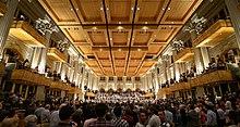 Concerto da Orquestra Sinfônica do Estado de São Paulo (OSESP) na Sala São Paulo, classificada como uma das dez melhores casas de concerto do mundo pelo jornal britânico The Guardian.[233] [234]