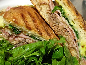 Medianoche - Image: Sandwich de Medianoche
