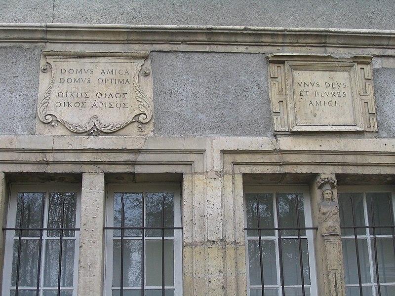 Sens: façade de la maison du 5 rue du Tambour d'argent