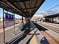 Shinano Railway Tanaka Station platform(46633835625).jpg