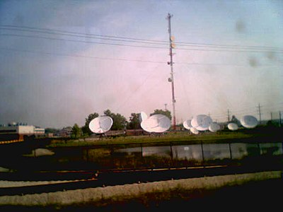 Skokie Yellow Line Radio Transmitters.jpg